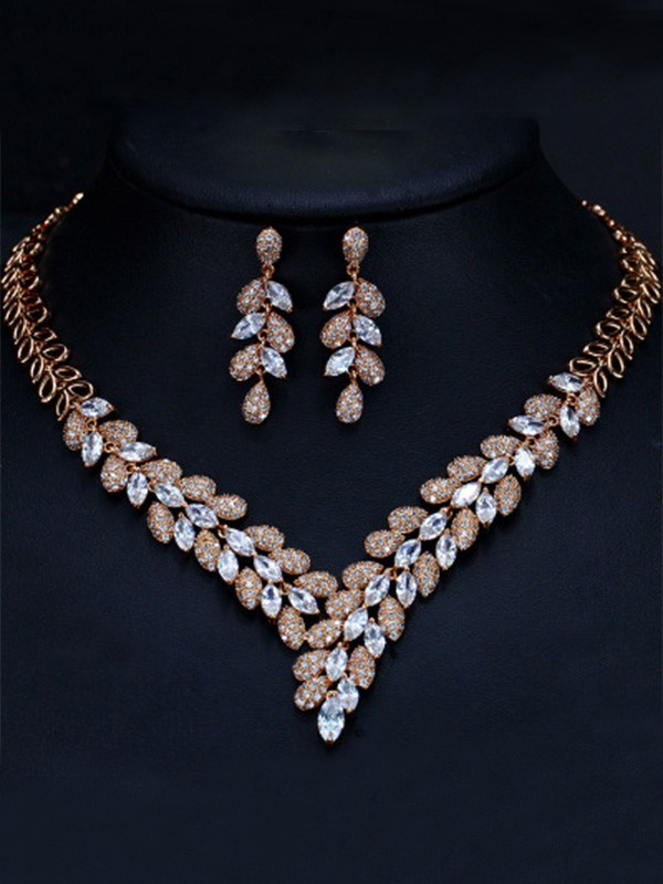 Women Luxurious Artificial Gem Jewelry Set
